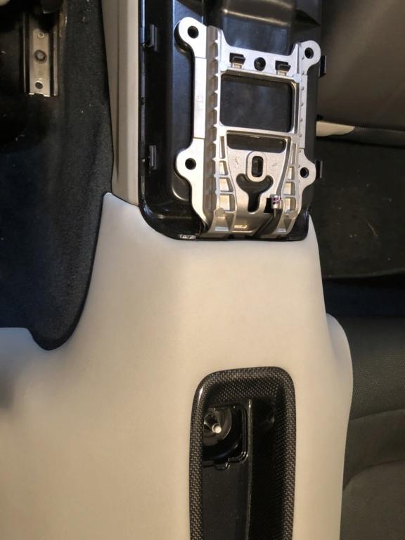 Tuto 991.2: installation d'un vide poche arrière avec pièce DBCarbon Bc911-51