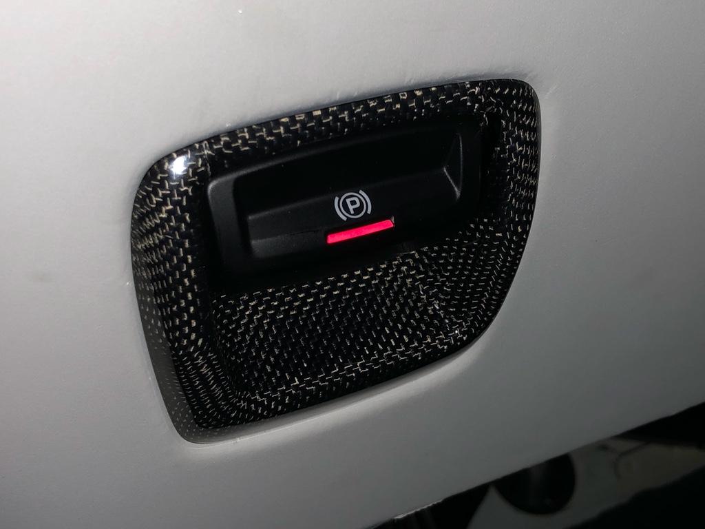 Tuto 991.2: installation bouton frein à main électrique piece DBCarbon Bc911-69