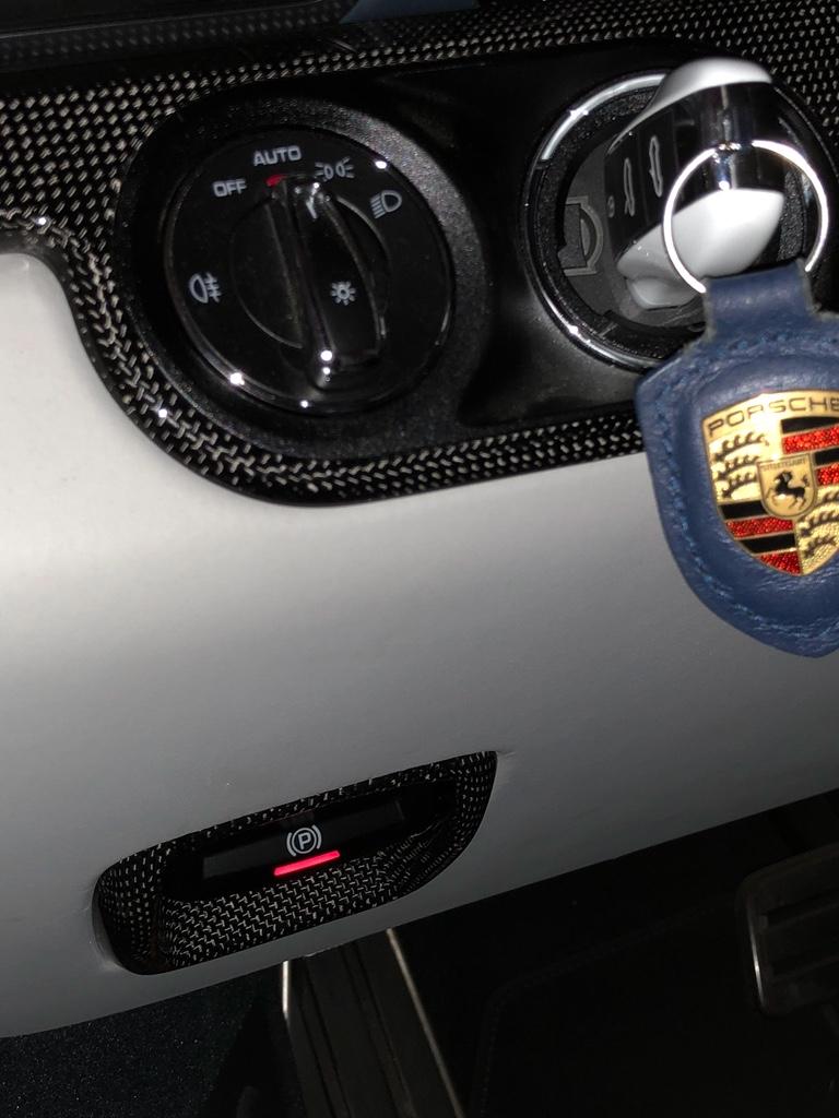Tuto 991.2: installation bouton frein à main électrique piece DBCarbon Bc911-70