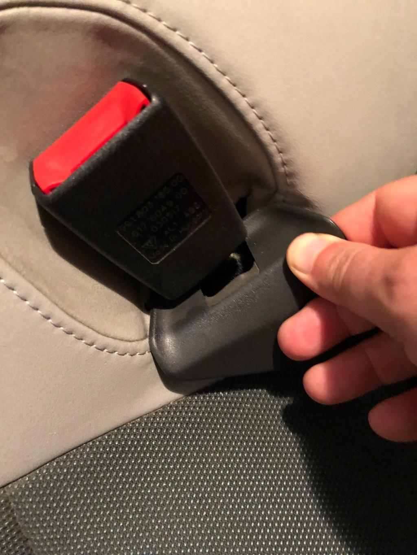 Tuto 991.2: installation caches ceinture de sécurité arrière par pièces DBCarbon Bc911-84
