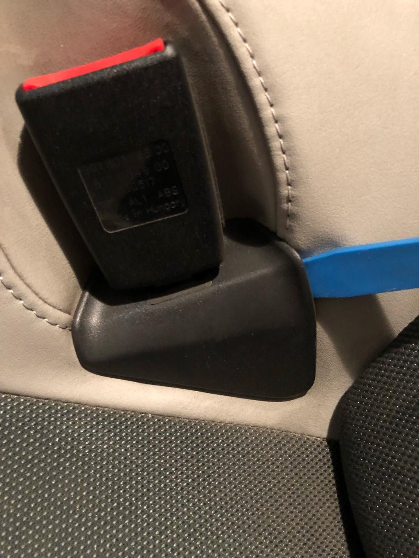 Tuto 991.2: installation caches ceinture de sécurité arrière par pièces DBCarbon Bc911-85