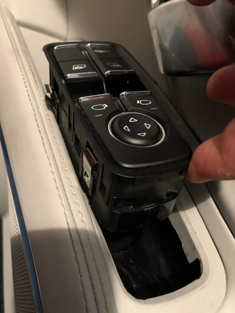 Tuto 991.2: installation commande vitres electriques conducteur par pièce DBCarbon Bc911118