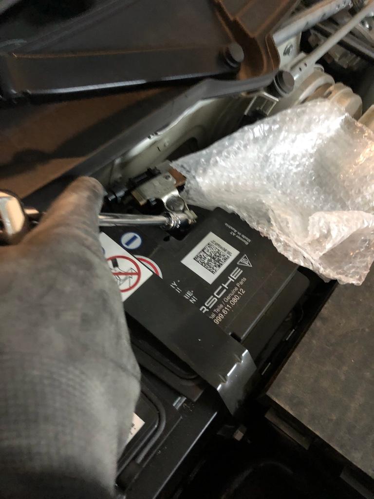 Tuto 991.2: installation commande vitres electriques conducteur par pièce DBCarbon Bc911130