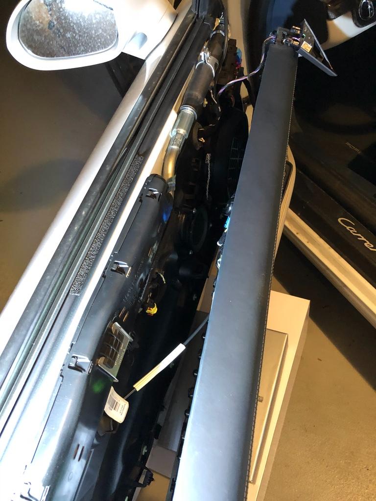 Tuto 991.2: installation commande vitres electriques conducteur par pièce DBCarbon Bc911132