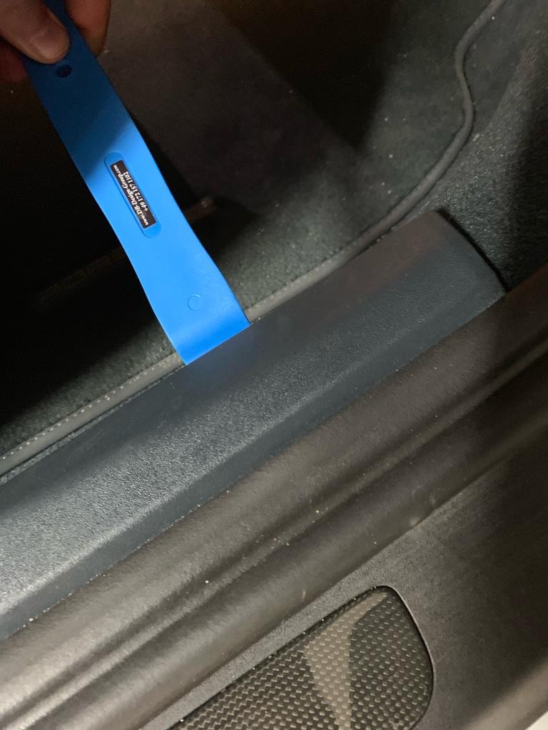 Tuto 991.2: installation des pas de porte par pièces DBCarbon Bc911143