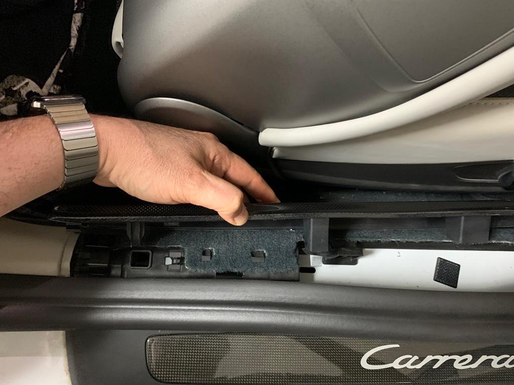 Tuto 991.2: installation des pas de porte par pièces DBCarbon Bc911146