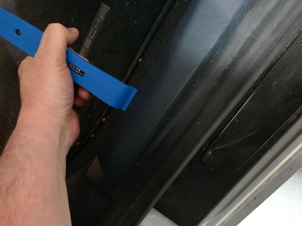 Tuto 991.2: installation des pas de porte par pièces DBCarbon Bc911152