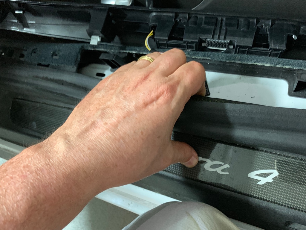 Tuto 991.2: installation des pas de porte par pièces DBCarbon Bc911162