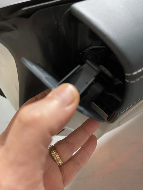 Tuto 991.2: Installation caches droit et gauche des contreportes pièce DBCarbon Bd5ff510