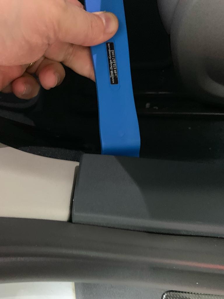 Tuto 991.2: installation des pas de porte par pièces DBCarbon Brancr10