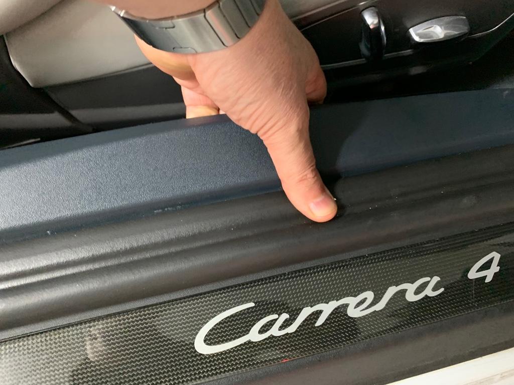 Tuto 991.2: installation des pas de porte par pièces DBCarbon Camera10