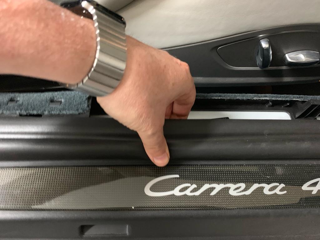 Tuto 991.2: installation des pas de porte par pièces DBCarbon Carrer11