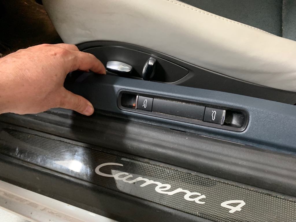 Tuto 991.2: installation des pas de porte par pièces DBCarbon Carrer12