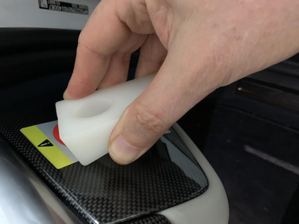 Tuto 991.2: Installation cache latéral de fin tableau de bord pièce DBCarbon D3a3dc10
