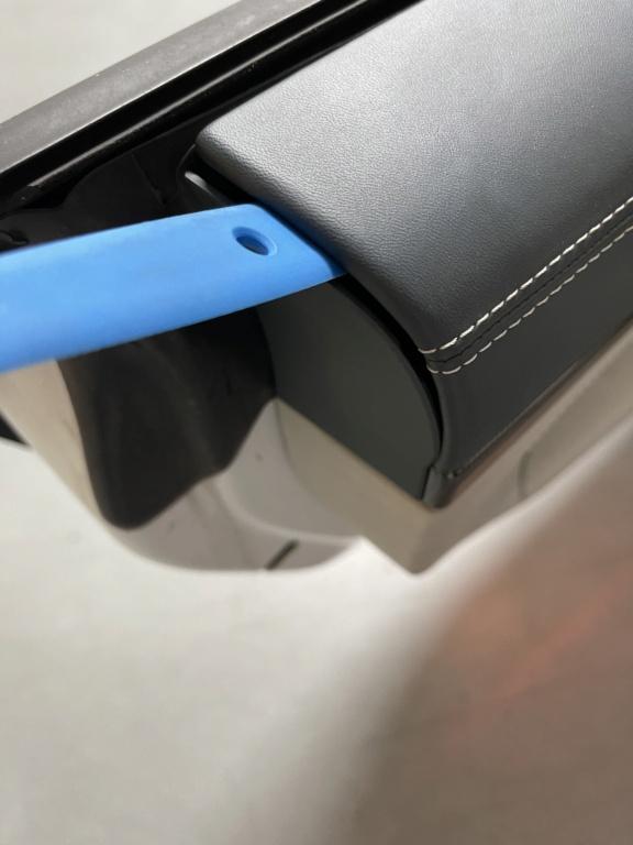 Tuto 991.2: Installation caches droit et gauche des contreportes pièce DBCarbon E79d4810