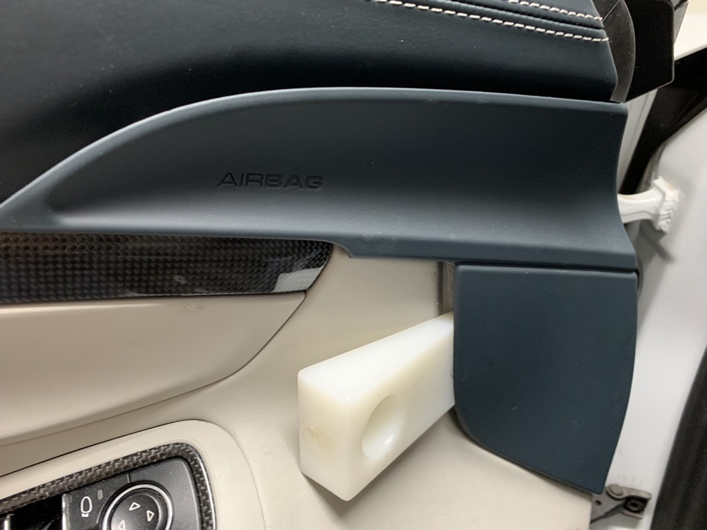 Tuto 991.2: Installation cache latérale airbag portière pièce DBCarbon F4e1ca10