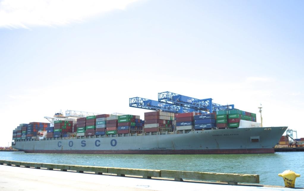 Sauvetage audacieux par le boxship COSCO et la Garde côtière 26879410