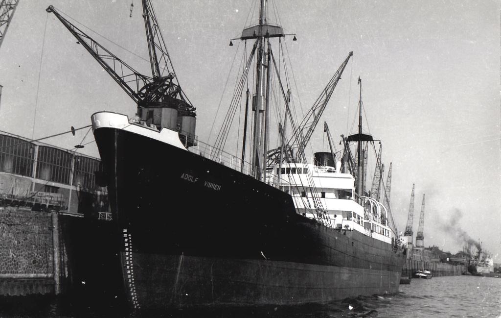 Photos General cargo avant 1940 (Plus 3000gt) 4 Adolf_10