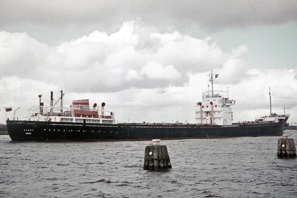 Photos Navires du monde construit entre 1950-1960 (7) Alioth11