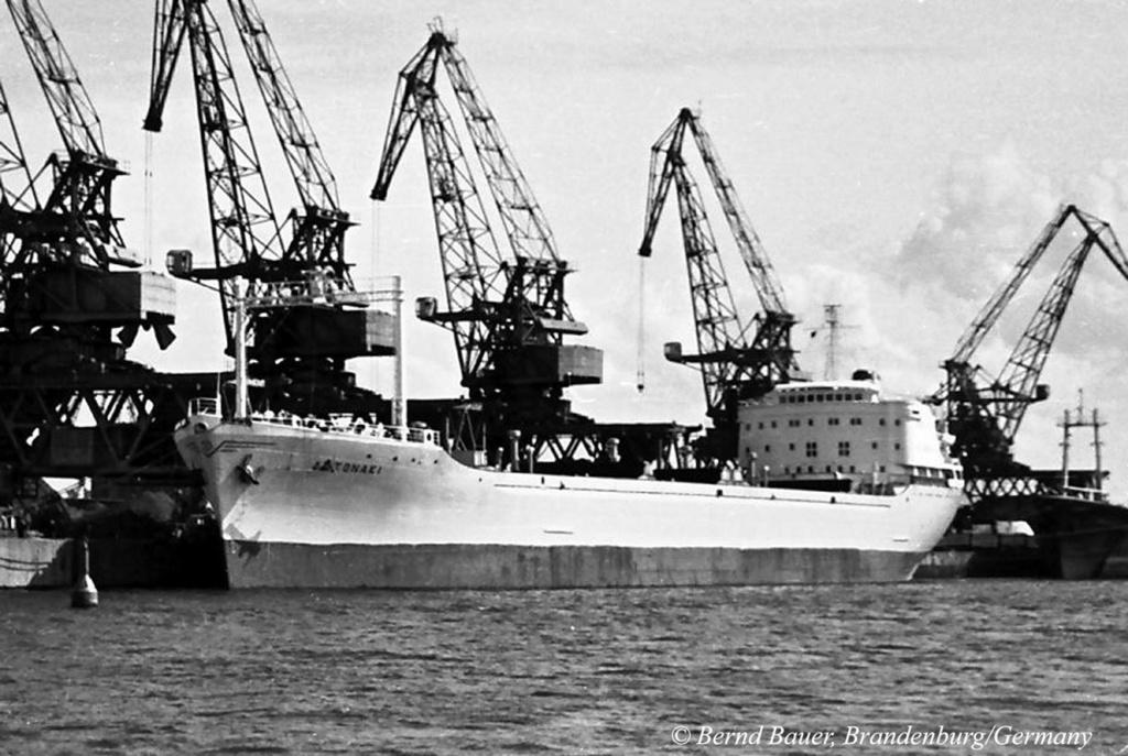 Photos Navires du monde construit entre 1950-1960 (7) Antona10