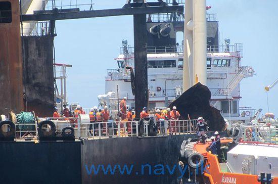 Explosion et incendie sur un pétrolier près du Sri Lanka - Page 3 Boardi10