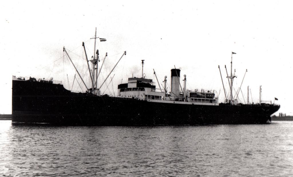 Recherche sur un vieux pétrolier grec, le Carnation - Page 2 Bonanz11