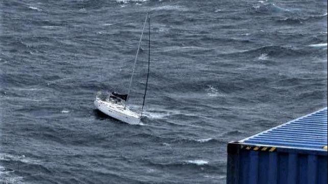 Sauvetage audacieux par le boxship COSCO et la Garde côtière Cosco-10