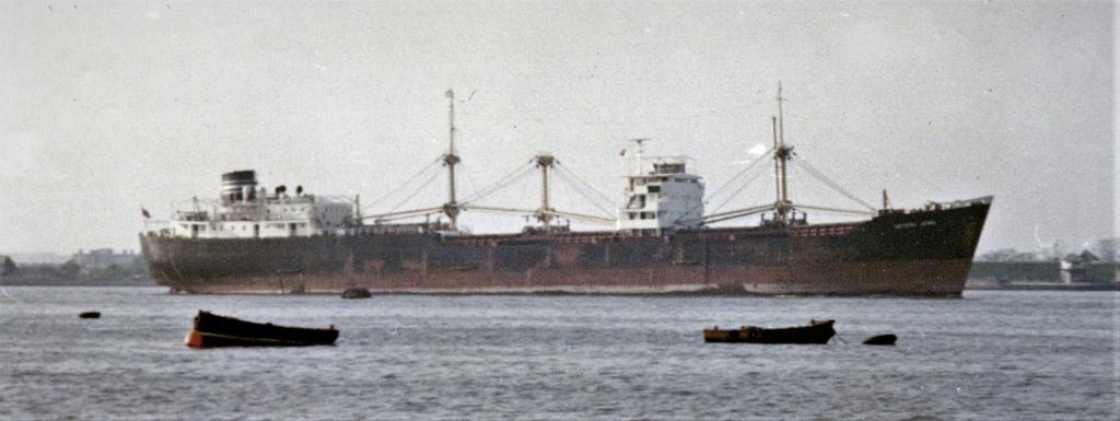Photos Navires du monde construit entre 1950-1960 (1) Crysta10
