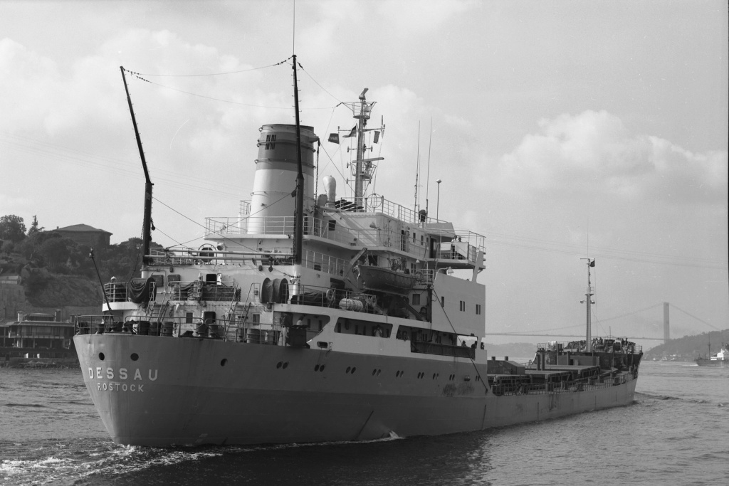 Photos Navires du monde construit entre 1950-1960 (7) Dessau10