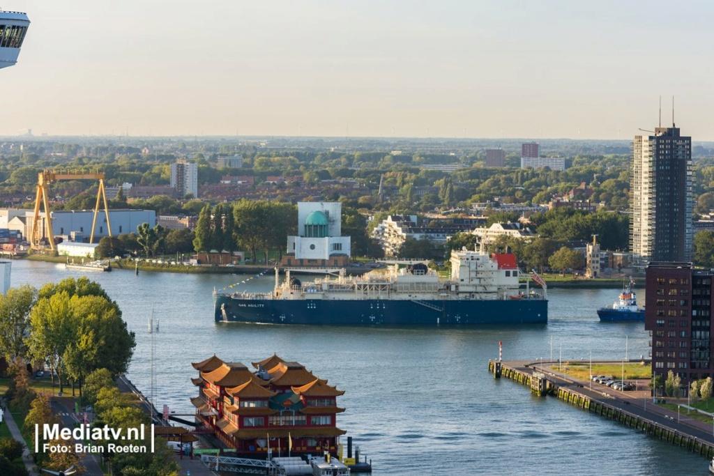 Le plus grand navire de soutage de GNL au monde est nommé à  Eiljov10