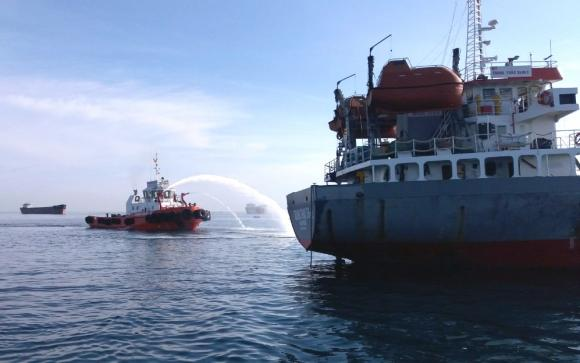Tanker hit by devastating explosion, Vietnam Hien-t10