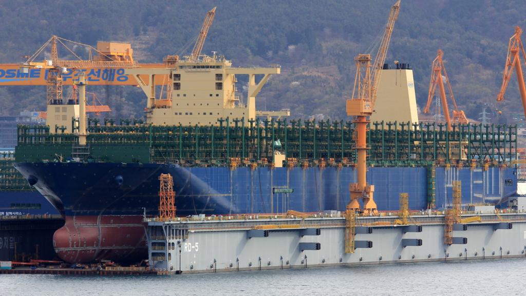 Pourquoi HMM construit-il les plus grands navires du monde? Hmm_he10
