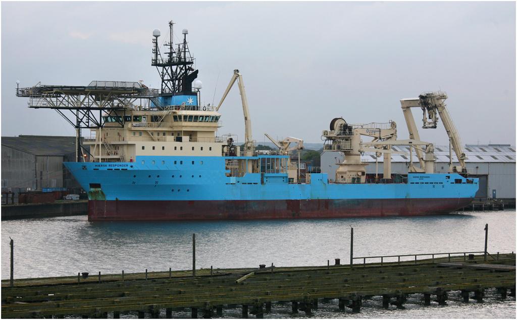 Navire de pose de câbles en feu, les 60 membres du personnel Maersk16