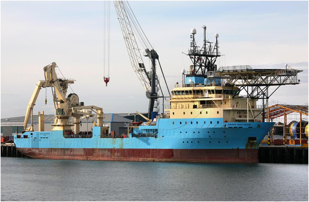 Navire de pose de câbles en feu, les 60 membres du personnel Maersk17