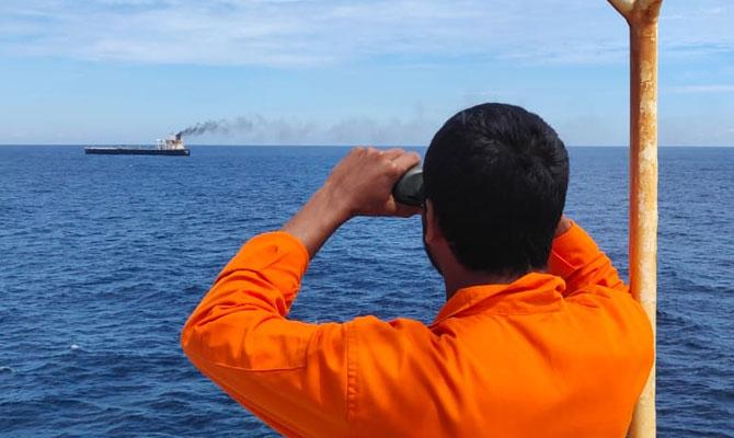 Explosion et incendie sur un pétrolier près du Sri Lanka - Page 2 Ndcrew12