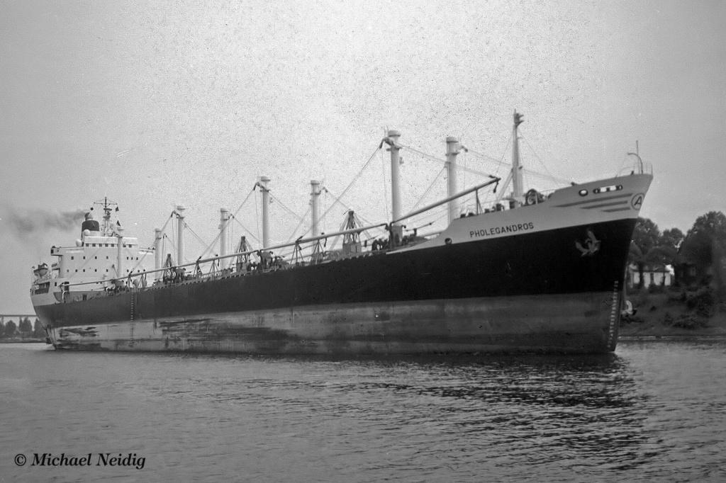 Photos Navires du monde construit entre 1950-1960 (6) Pholeg10