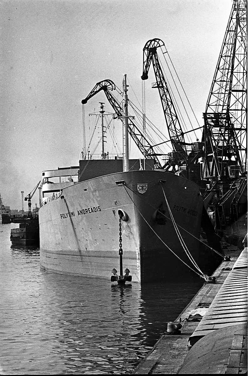 Photos Navires du monde construit entre 1950-1960 (2) Polyti10