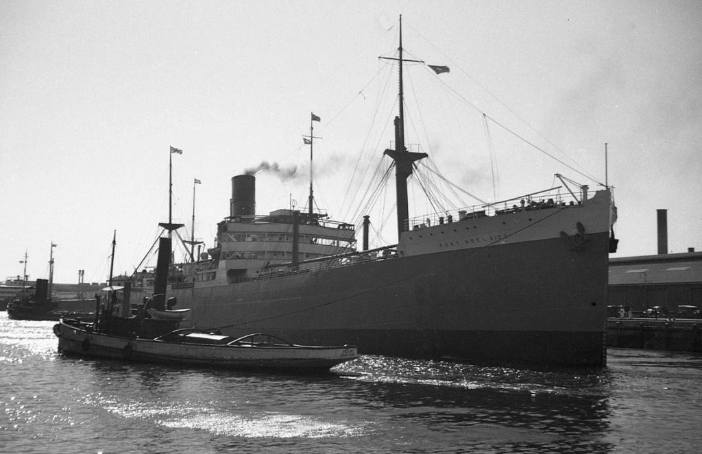 Photos General cargo avant 1940 (Plus 3000gt) 5  Port_a10