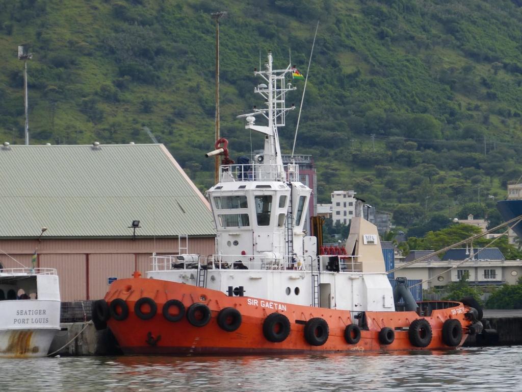 le remorqueur Sir Gaëtan a coulé au large de Poudre d'Or au  Sir_ga11