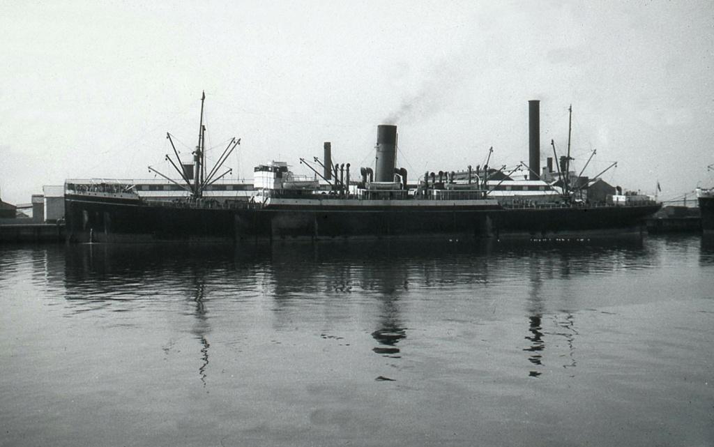 Photos General cargo avant 1940 (Plus 3000gt) 7  Tairoa10