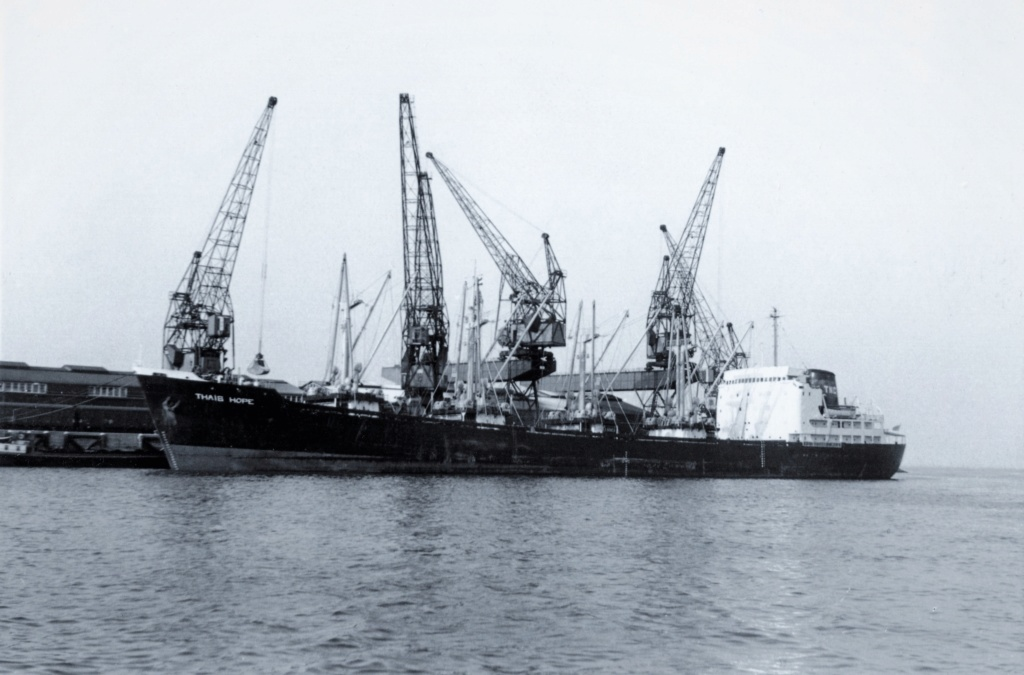 Photos Navires du monde construit entre 1950-1960 (2) Thais_10