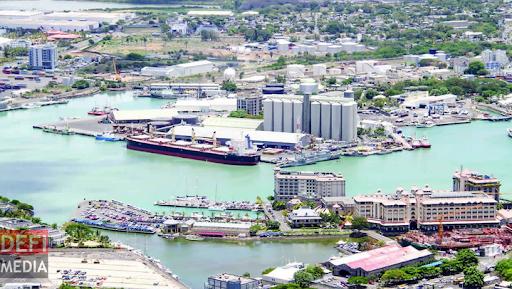 Embarquons à bord de la Mauritius Ports Authority Unname10