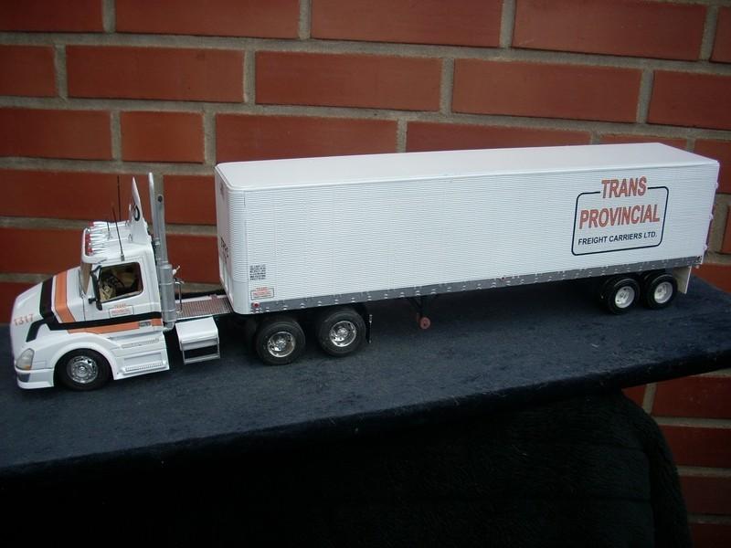 """Volvo VN mit Auflieger """"TransProvincial"""" Comp_030"""