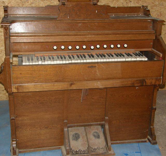 J'ai un harmonium à vendre P1270116