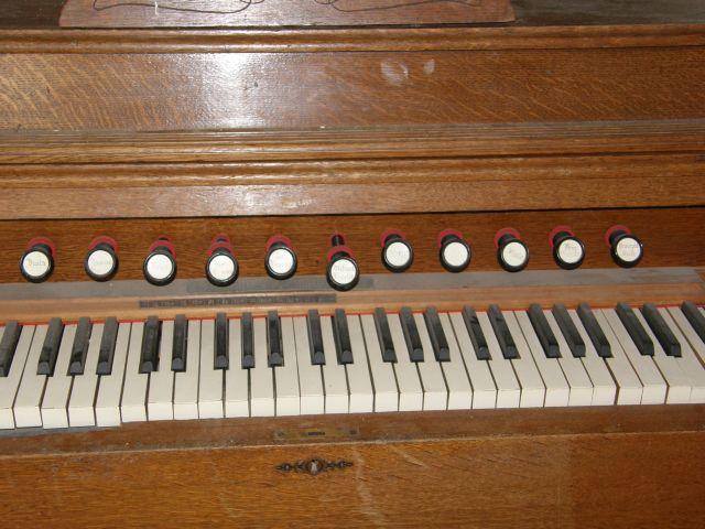 J'ai un harmonium à vendre P1270118