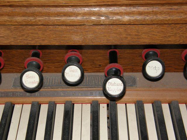 J'ai un harmonium à vendre P1270119