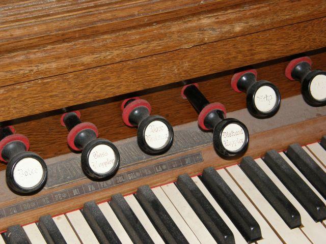 J'ai un harmonium à vendre P1270121
