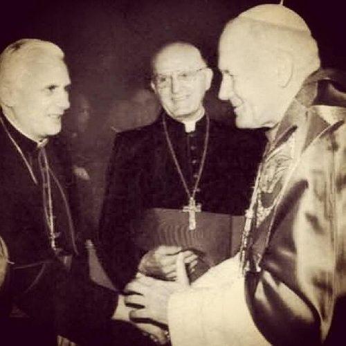 Photo historique des 3 Papes successifs: J.P.2, Benoit XVI et François Trois_14