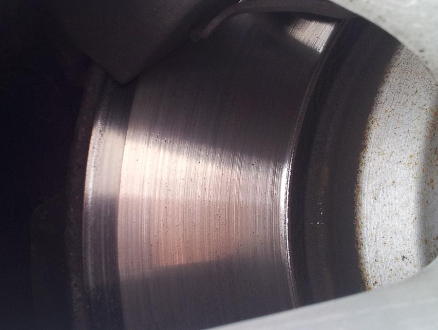 [ BMW e90 330xi an 2006 ] Vibration avant gauche, usure disque anormale 330xi212