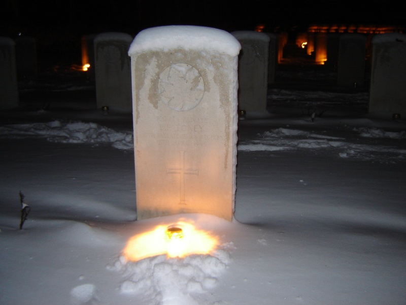Holten Canadian War Cemetry Cristmas eve Afbeel12